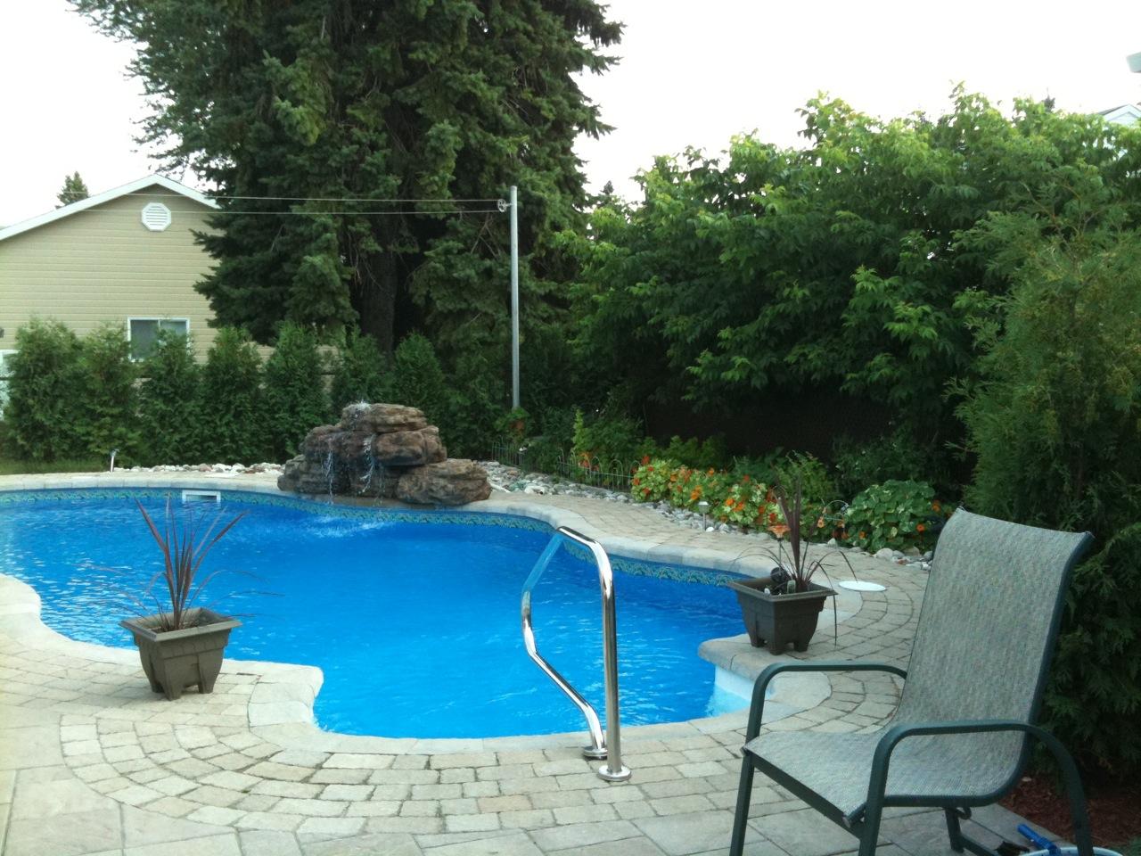 Fontaine d 39 eau copal pour piscines et cascade de bassin de jardin - Piscine avec cascade ...