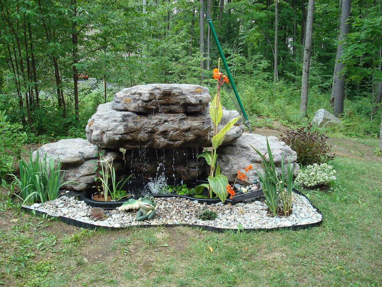 emejing bassin de jardin avec chute d eau pictures. Black Bedroom Furniture Sets. Home Design Ideas